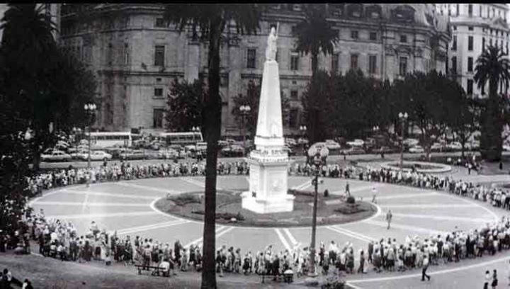 Las Madres de Plaza de Mayo : 43 años